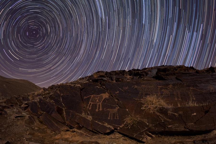 Petroglifos de Teimareh y rastros de estrellas