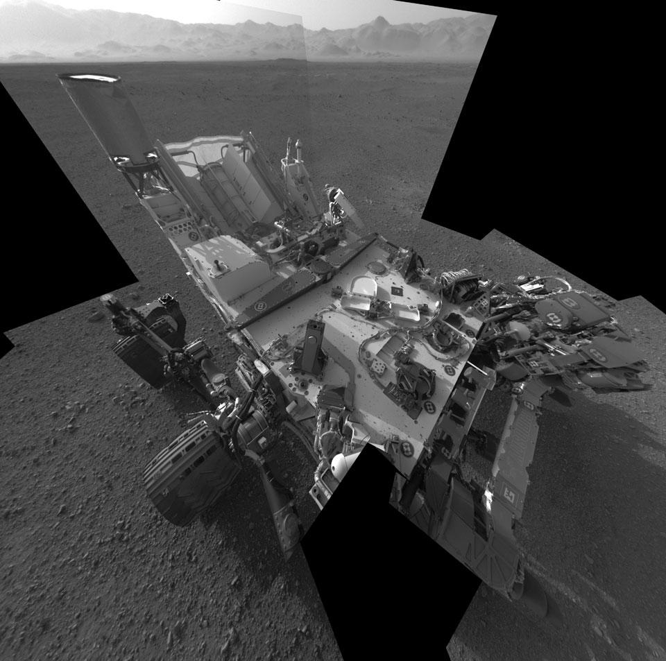 El Curiosity en Marte: naturaleza muerta con el rover