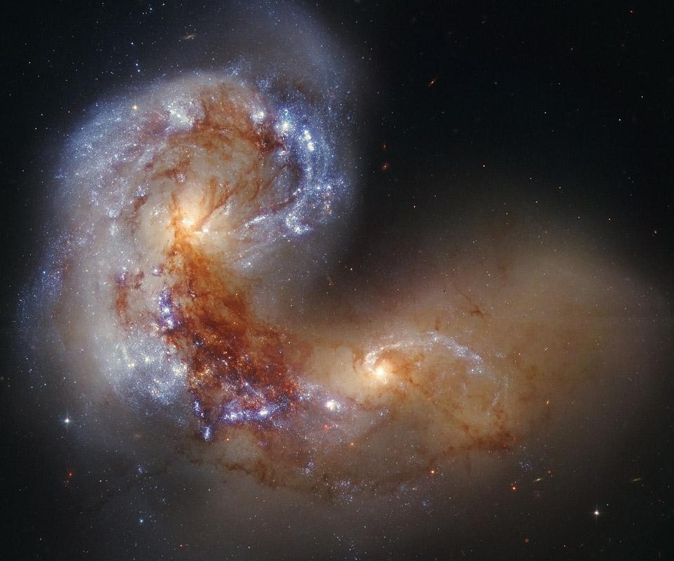 La galaxia espiral NGC 4038 en una colisión