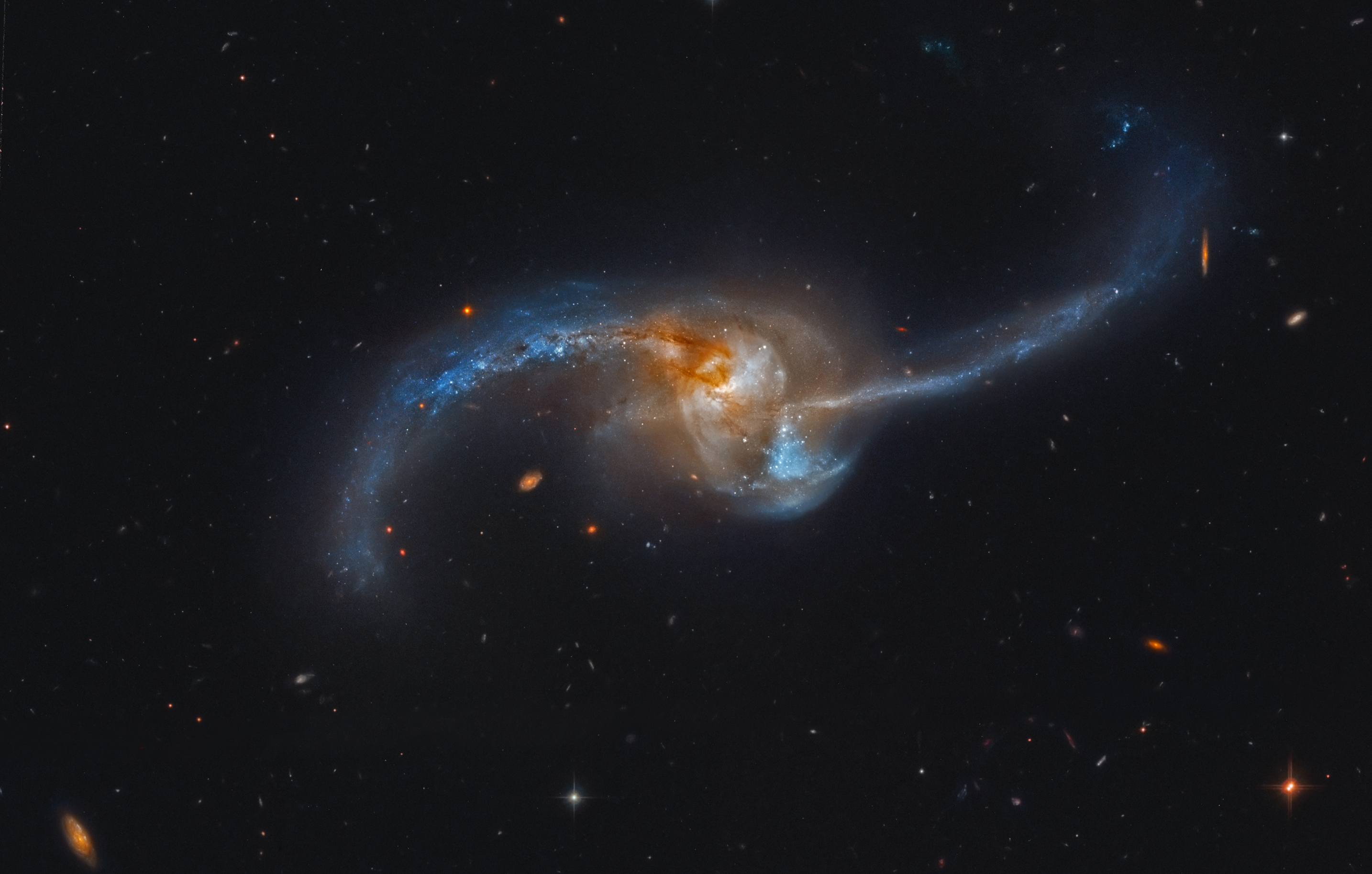 Late stage merging galaxies discredits black holes and for Immagini galassie hd