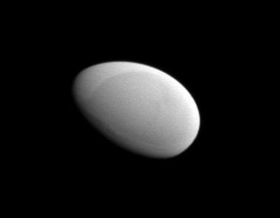 Methone: el satélite de Saturno con forma de huevo liso