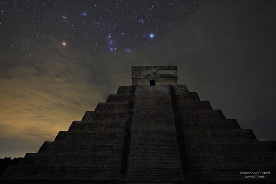 Orion sobre El Castillo