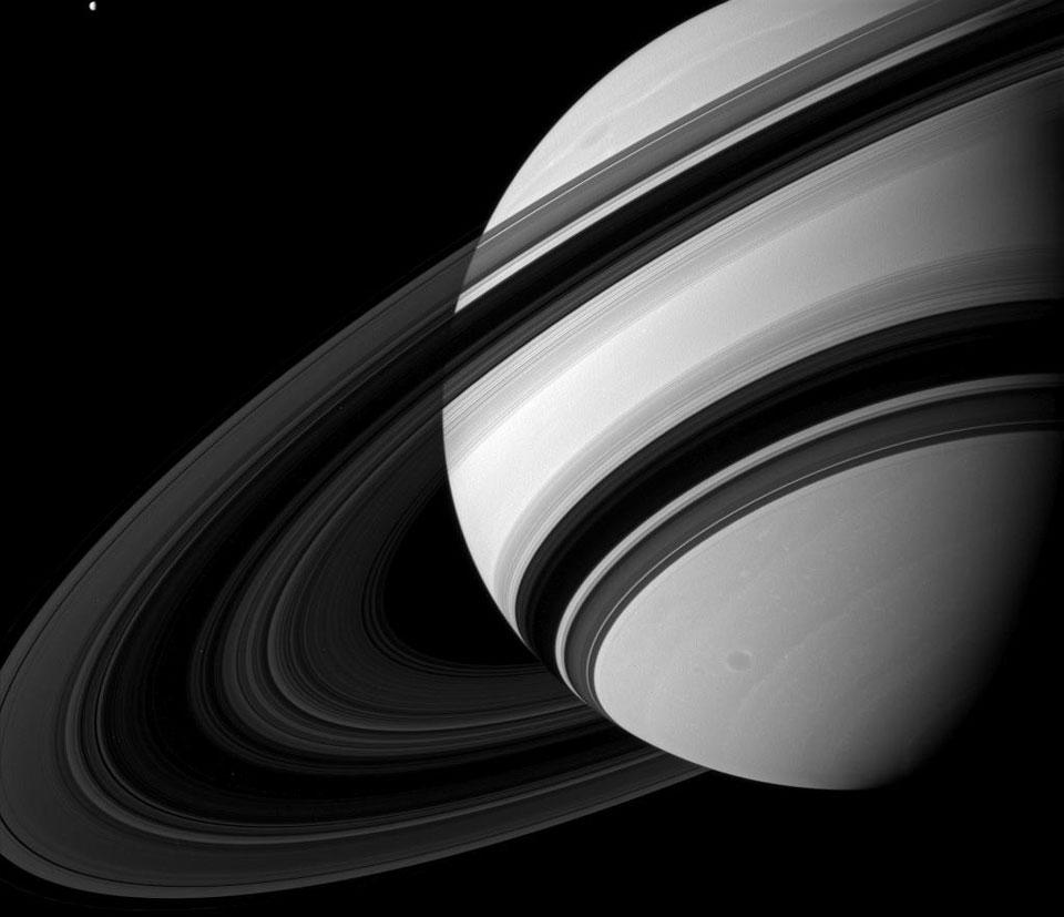 Los anillos de Saturno desde el lado oscuro