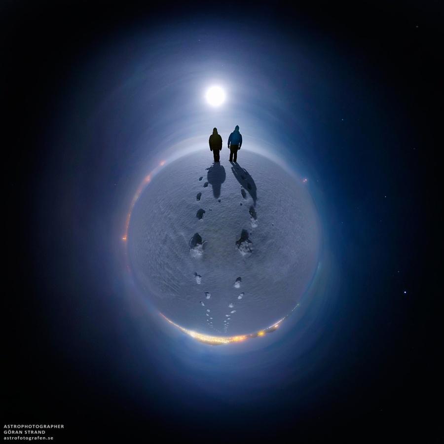 Luna de nieve para un planeta nevado
