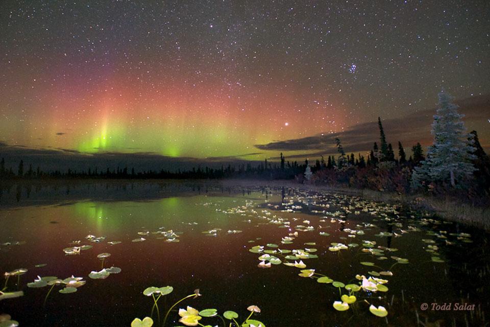 Aurora reflejada sobre Alaska