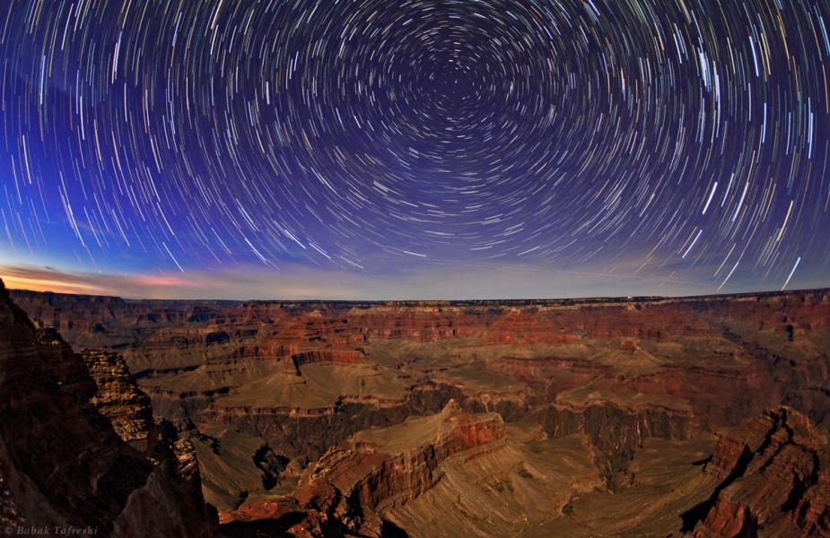 Rastros estelares sobre el Gran Cañón