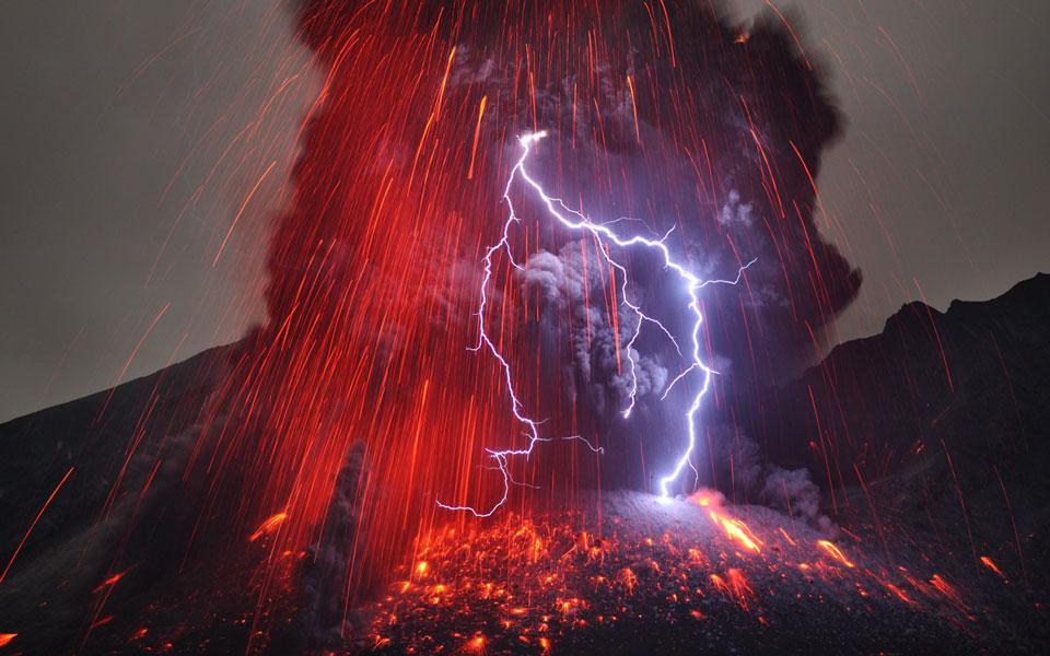 El volcán Sakurajima con rayos