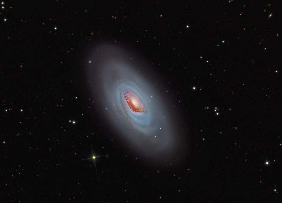 M64: la galaxia del Ojo Negro