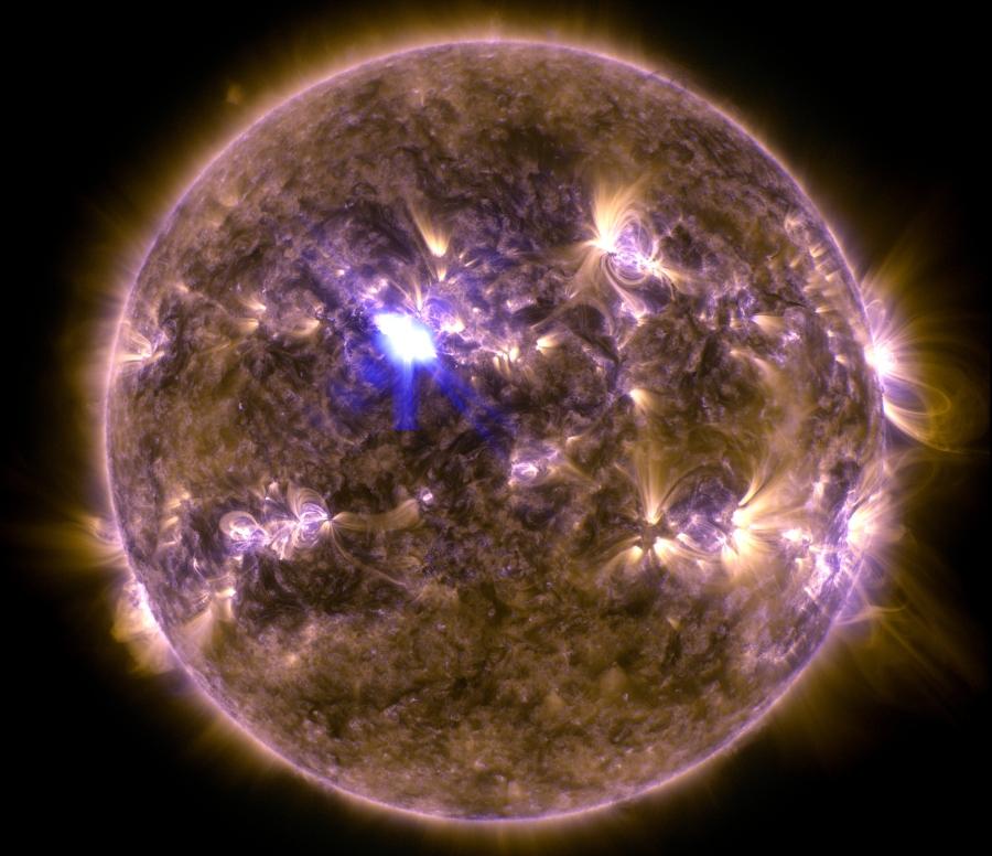Un Sol con llamarada