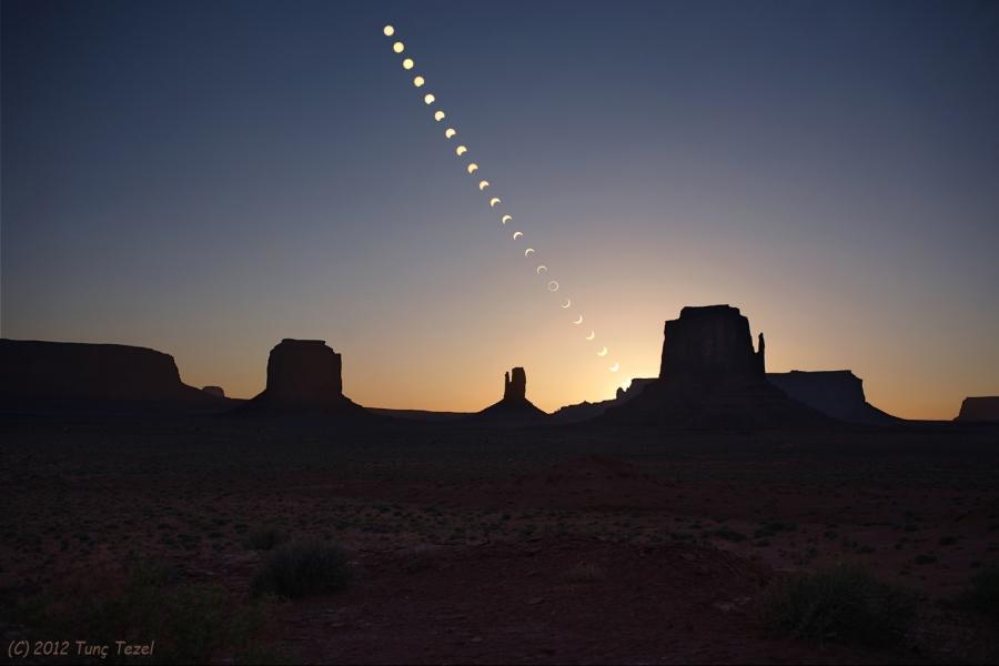 Anillo de fuego sobre Monument Valley