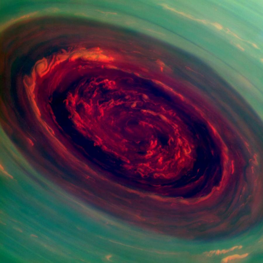 Huracán en Saturno