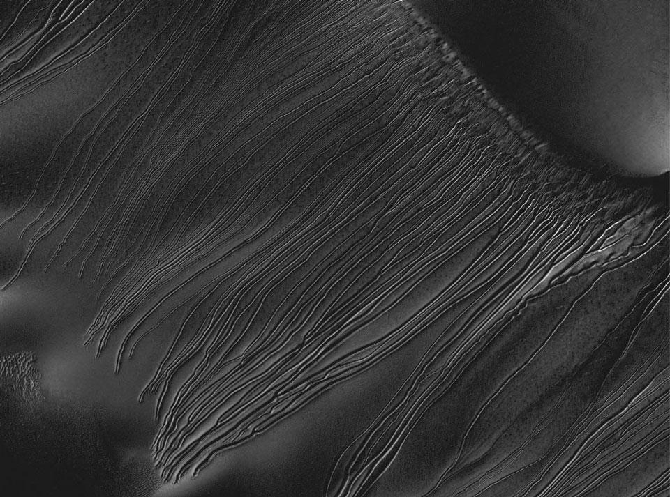 Rayas de trineo de hielo seco en Marte