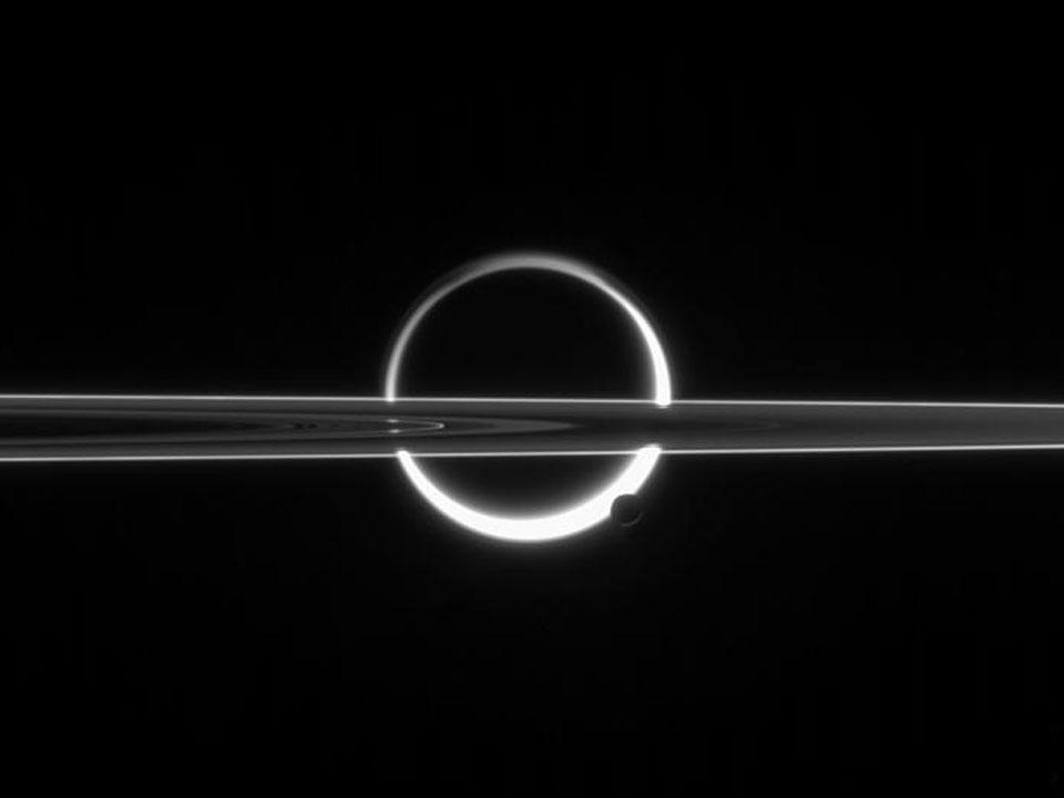 Saturno, Titán, anillos y neblina
