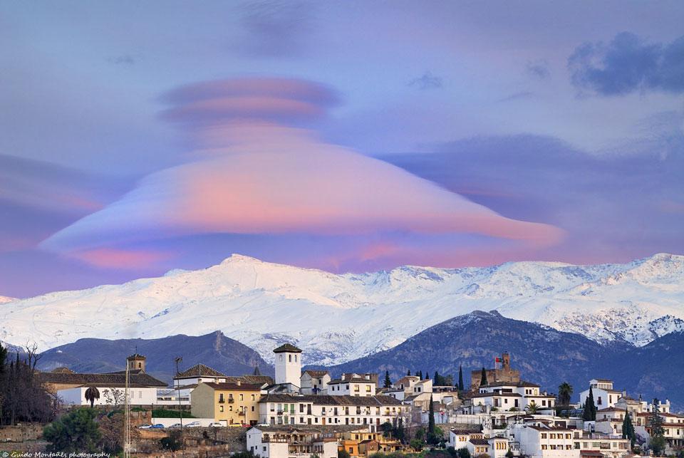 Nube gorro sobre Sierra Nevada