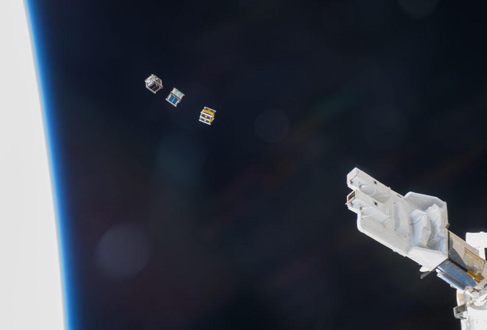 Lanzados tres CubeSats