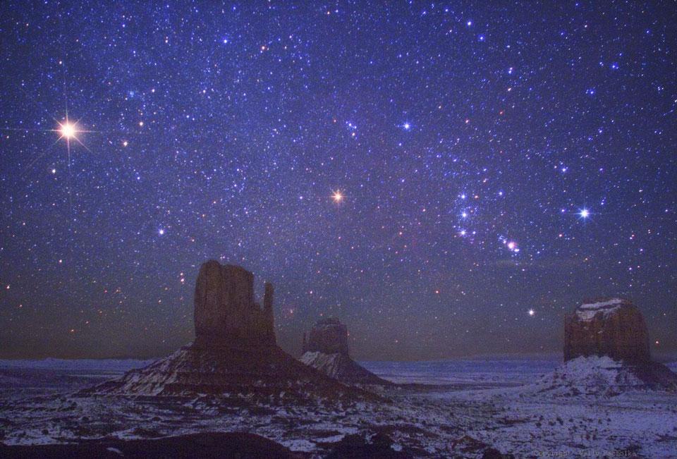 Mars dan Orion lebih Monument Valley