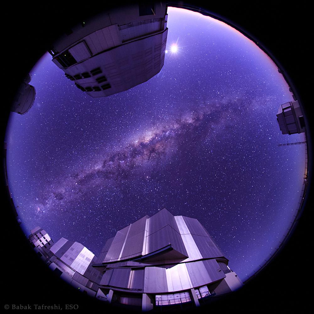 Un amanecer con la Vía Láctea