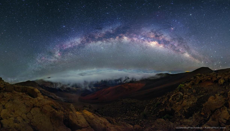 Nubes y cruces sobre Haleakala