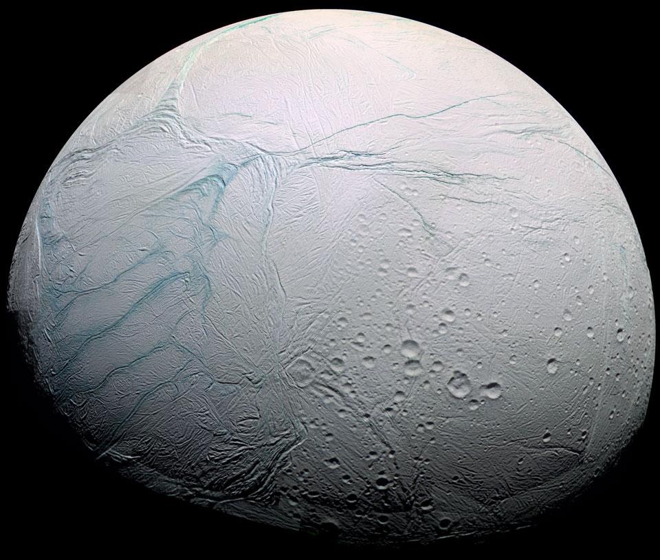 Rayas de tigre recientes en Encelado