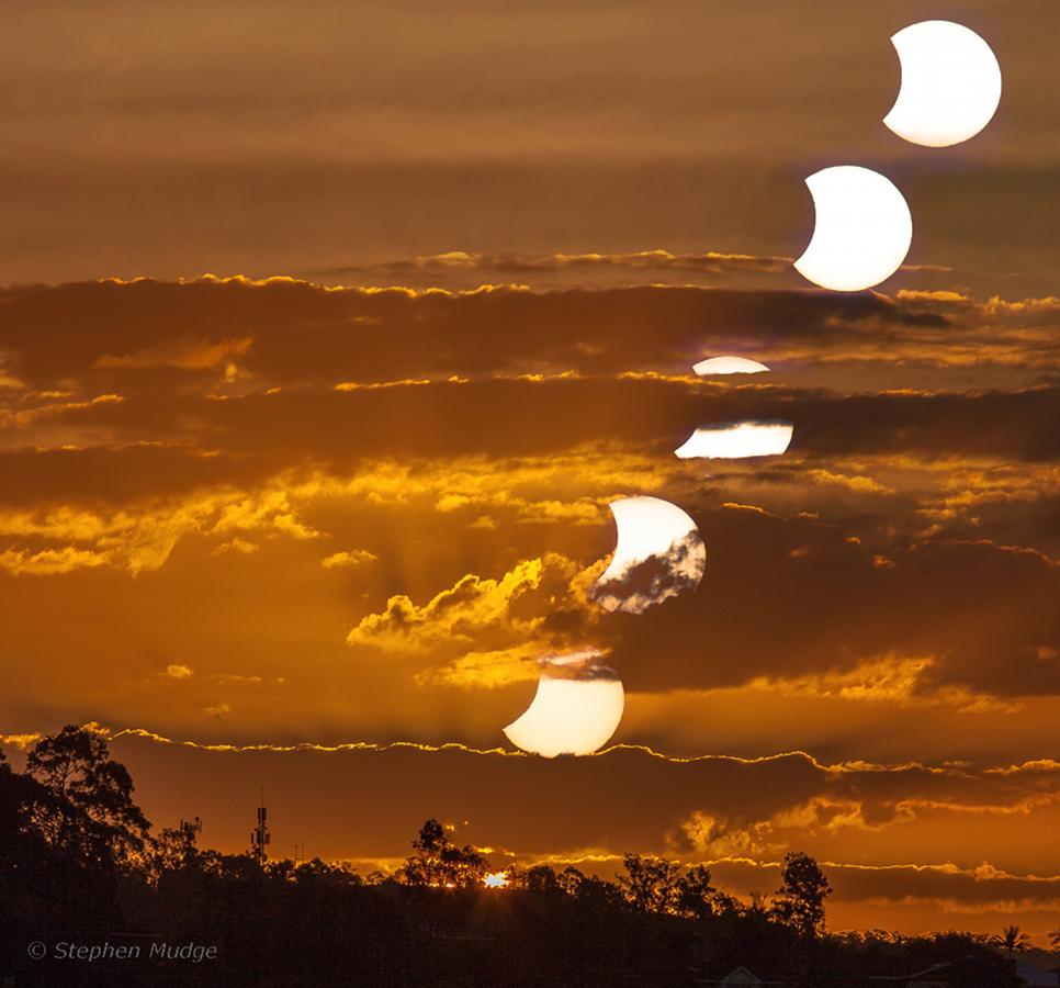 Puesta del Sol y de la Luna en Brisbane