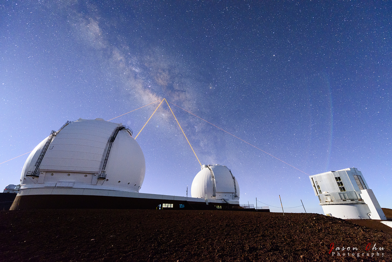 APOD: 2014 June 23 - Four Lasers over Mauna Kea