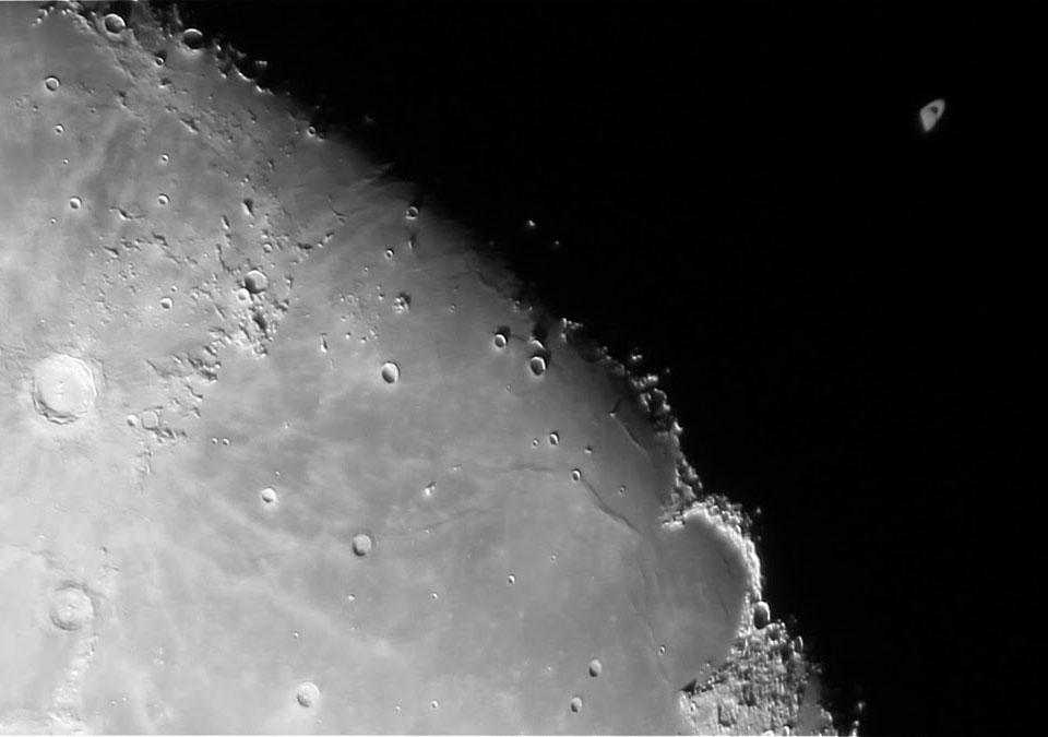 La Luna eclipsa Saturno