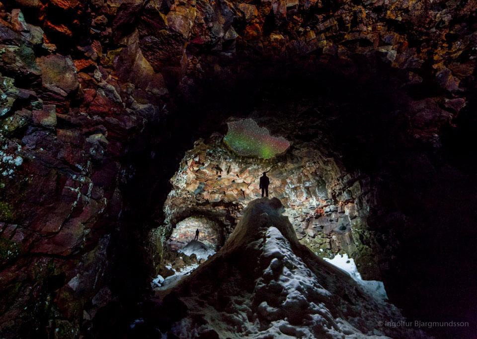 Cueva con aurora