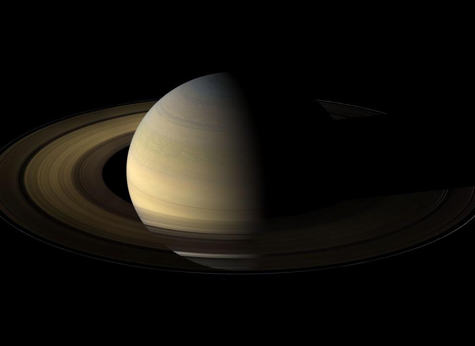 Saturno durante el equinoccio