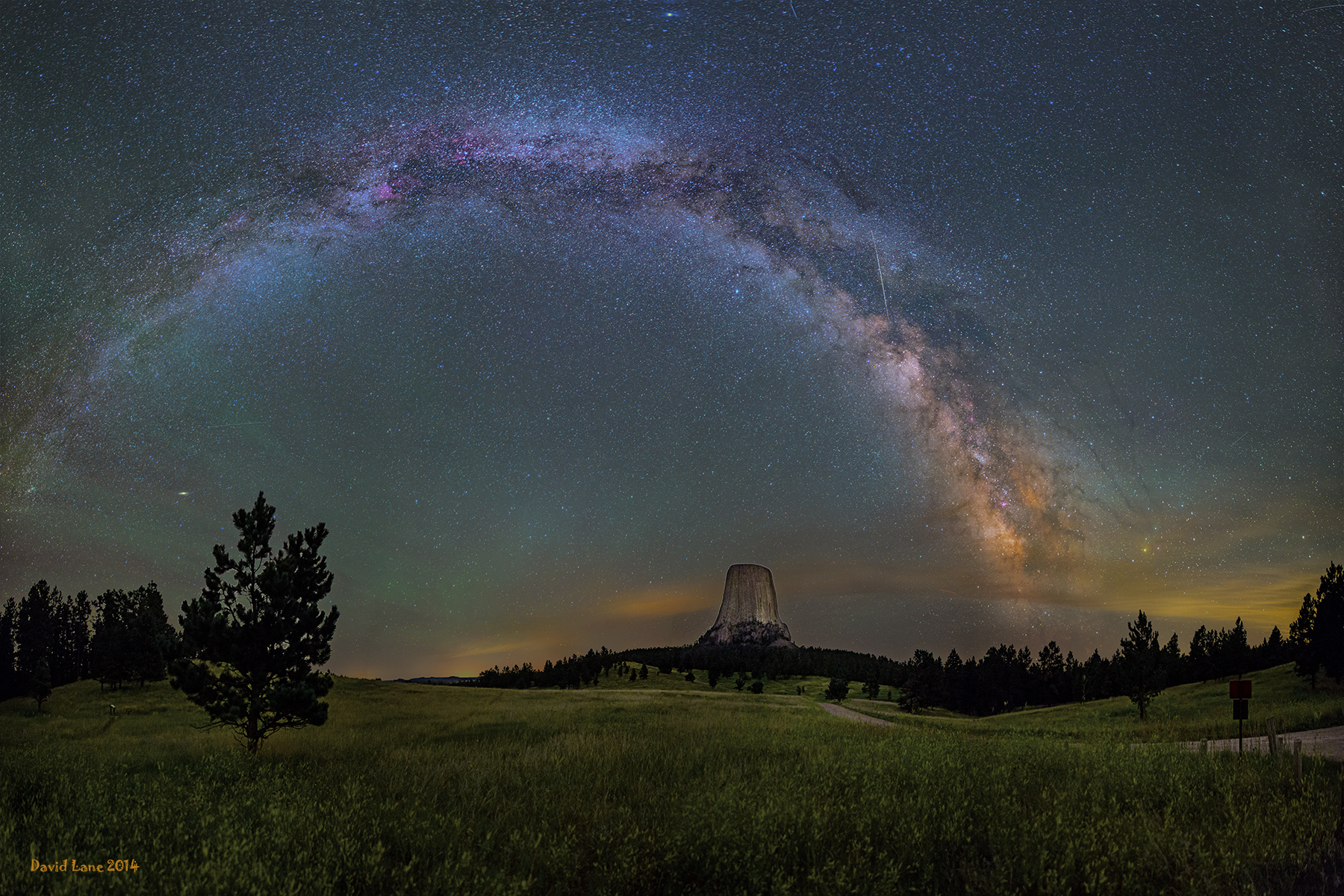 japod dayframe apod 2014 october 31 milky way over devils tower