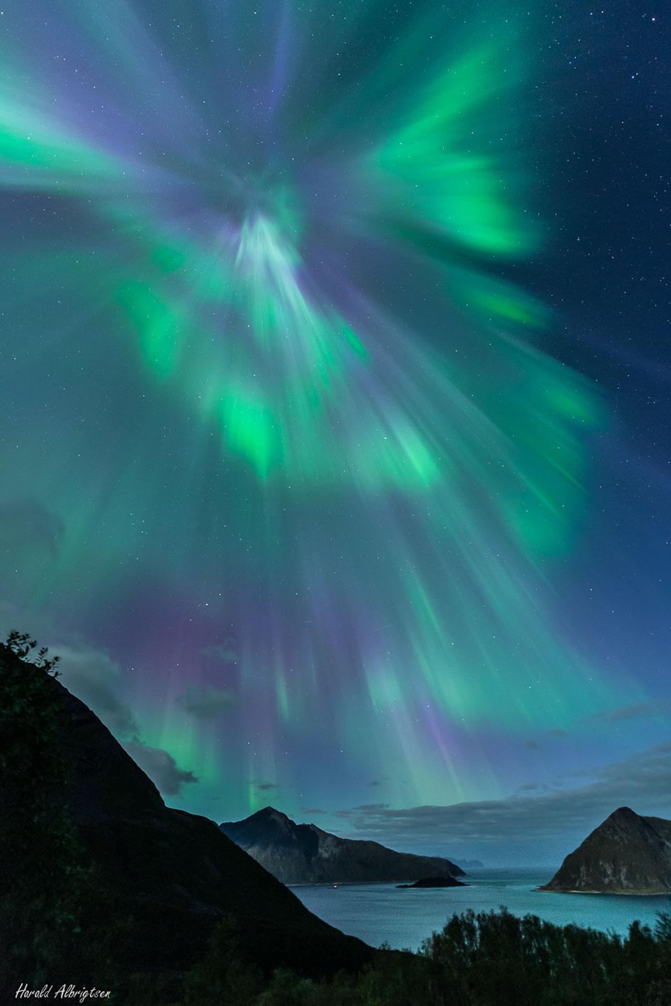 Corona auroral sobre Noruega