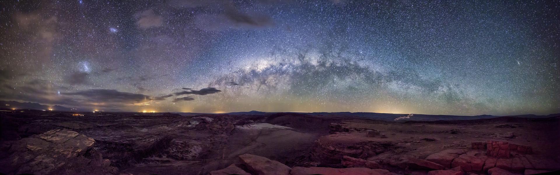 La Vía Láctea sobre el valle de la Luna