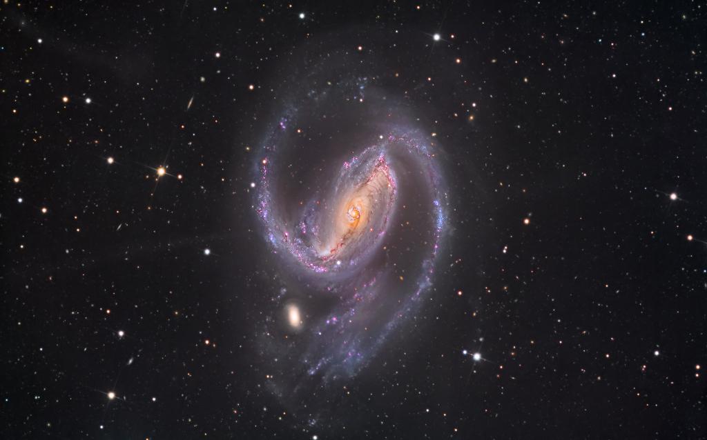 001-APOD - JANUAR 2015. NGC1097_newmaster3starshadows1024