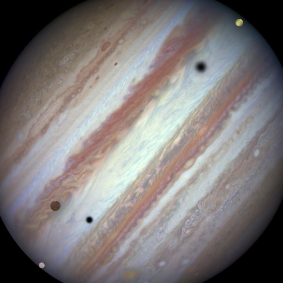 Conjunción de Júpiter y tres satélites