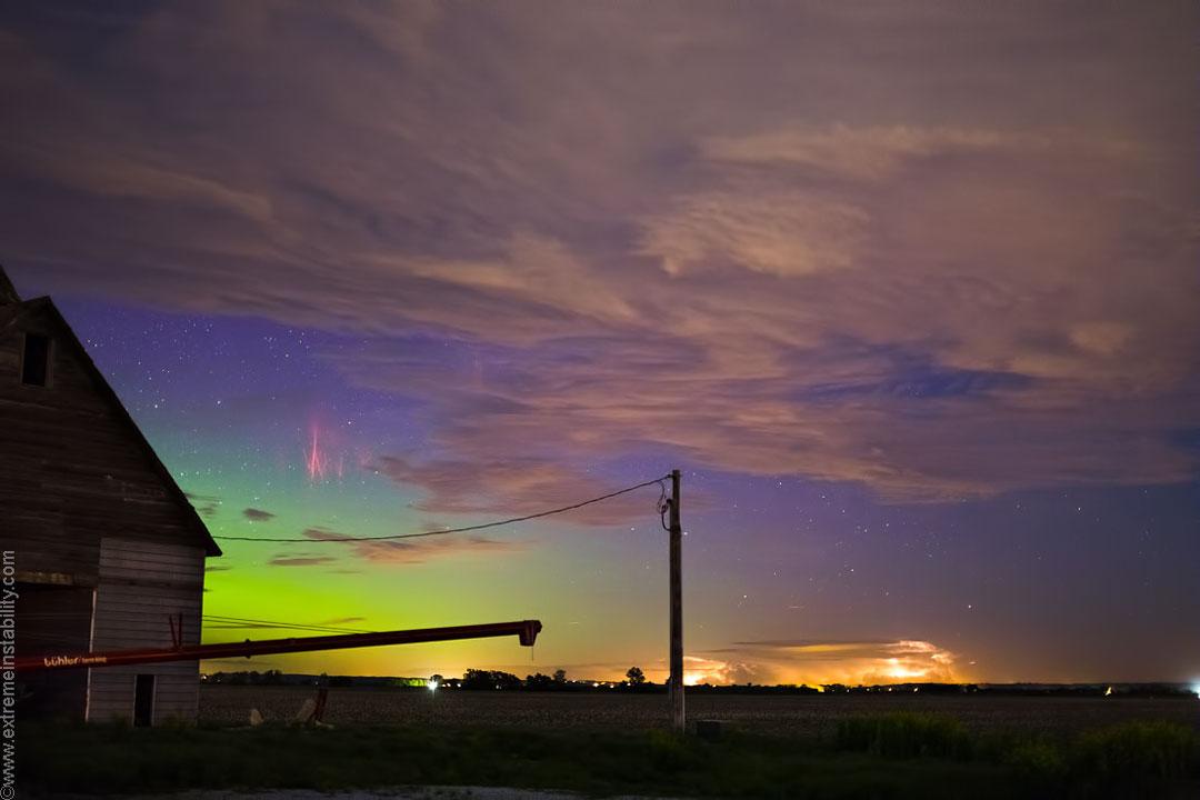 Estrellas, espectros, nubes, aurora