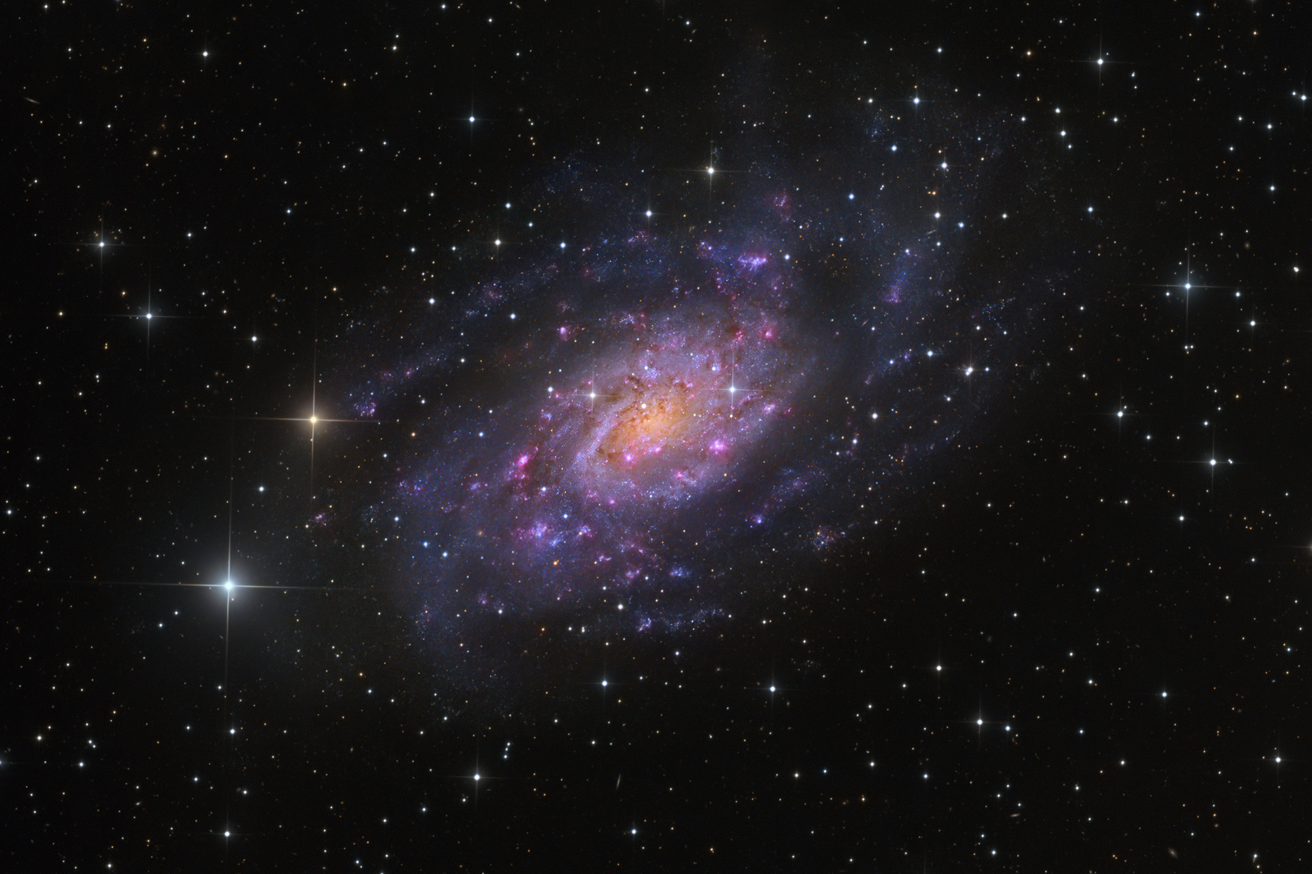 See Explanation. Clicking on the picture will download the highest  resolution version available. NGC 2403 in Camelopardalis