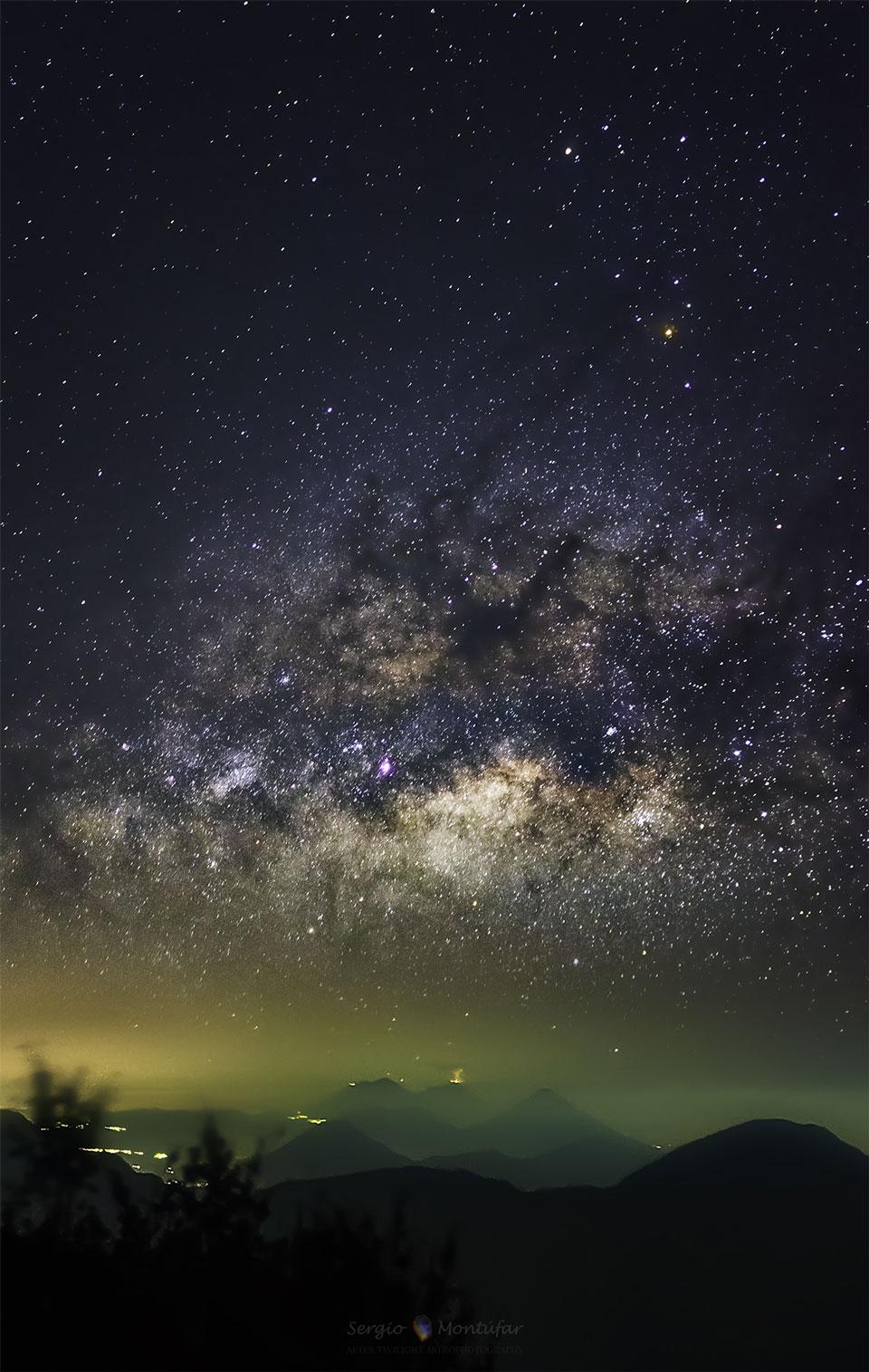 004 - APOD - APRIL 2015. VolcanoWay_montufar_960
