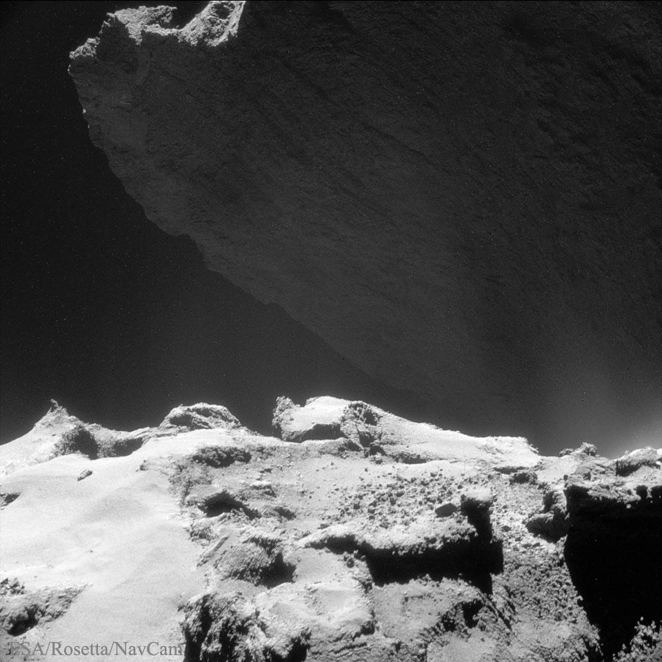 Un acantilado del cometa 67P