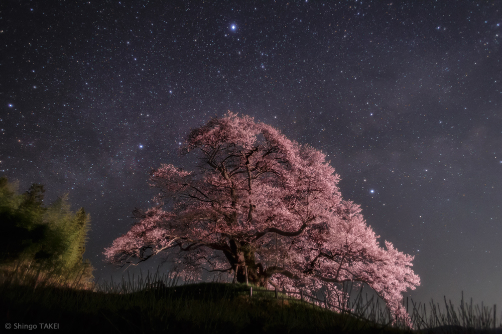Letní trojúhelník nad Japonskem
