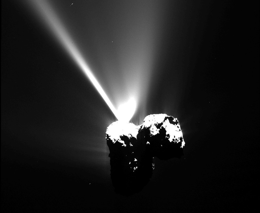 008 - APOD - AVGUST 2015. ESA_Rosetta_OSIRIS_NAC_20150812_T1735c