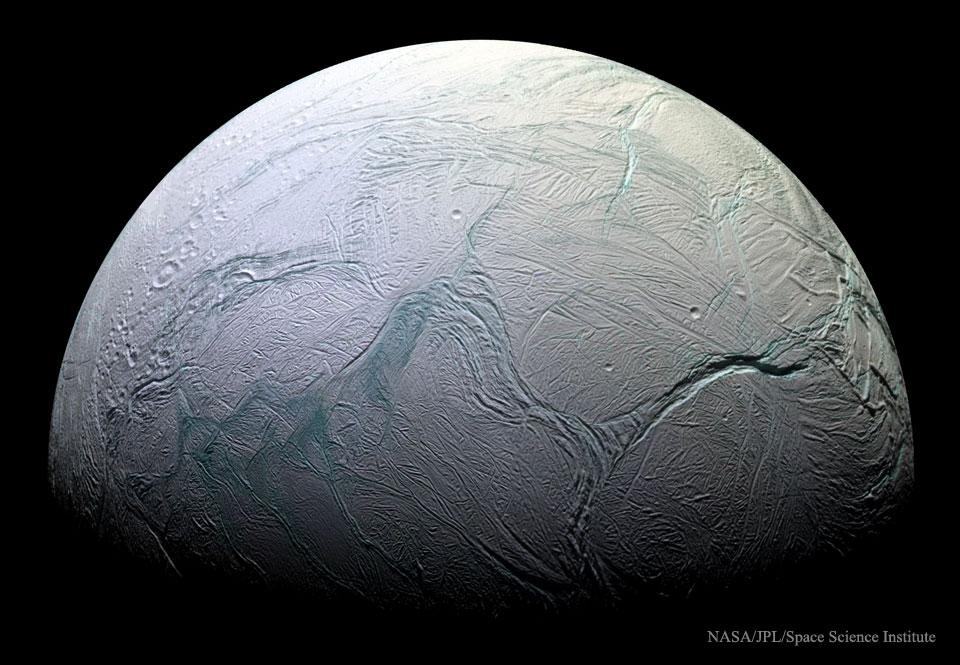 009 - APOD - SEPTEMBAR 2015. Enceladus05_Cassini_960