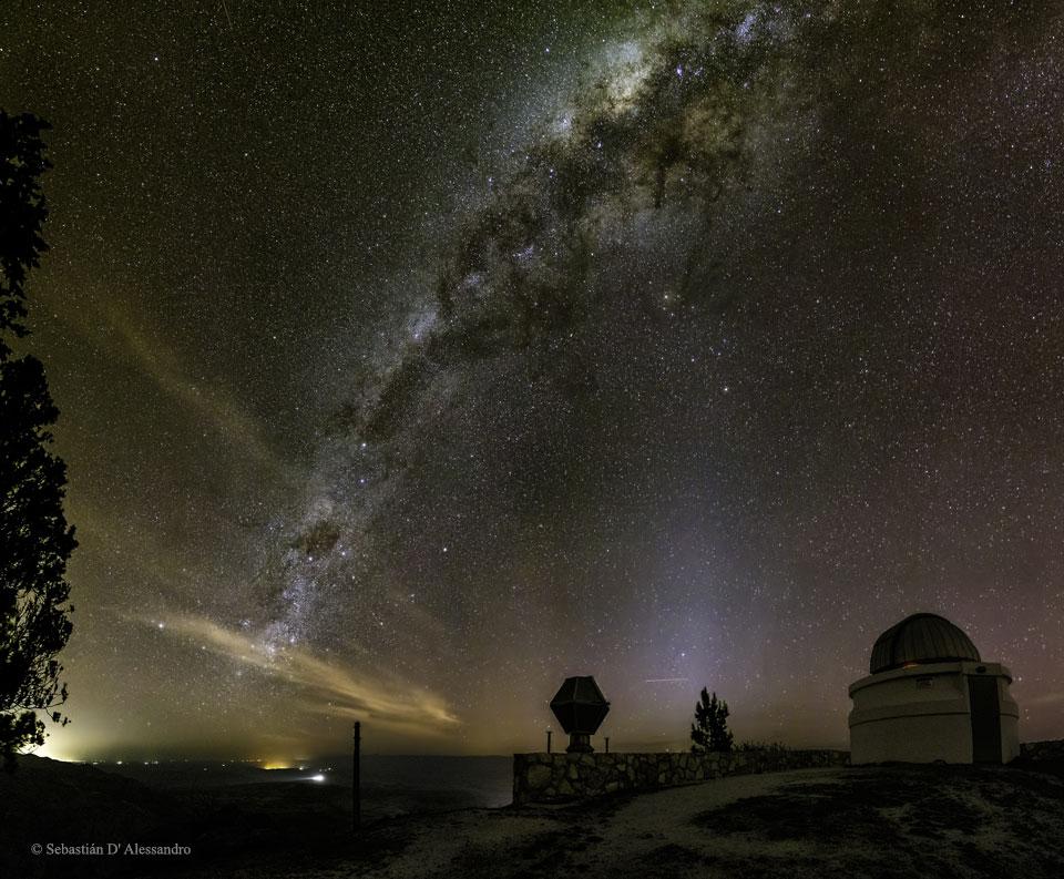 La Vía Láctea sobre la Estación de Bosque Alegre en Argentina