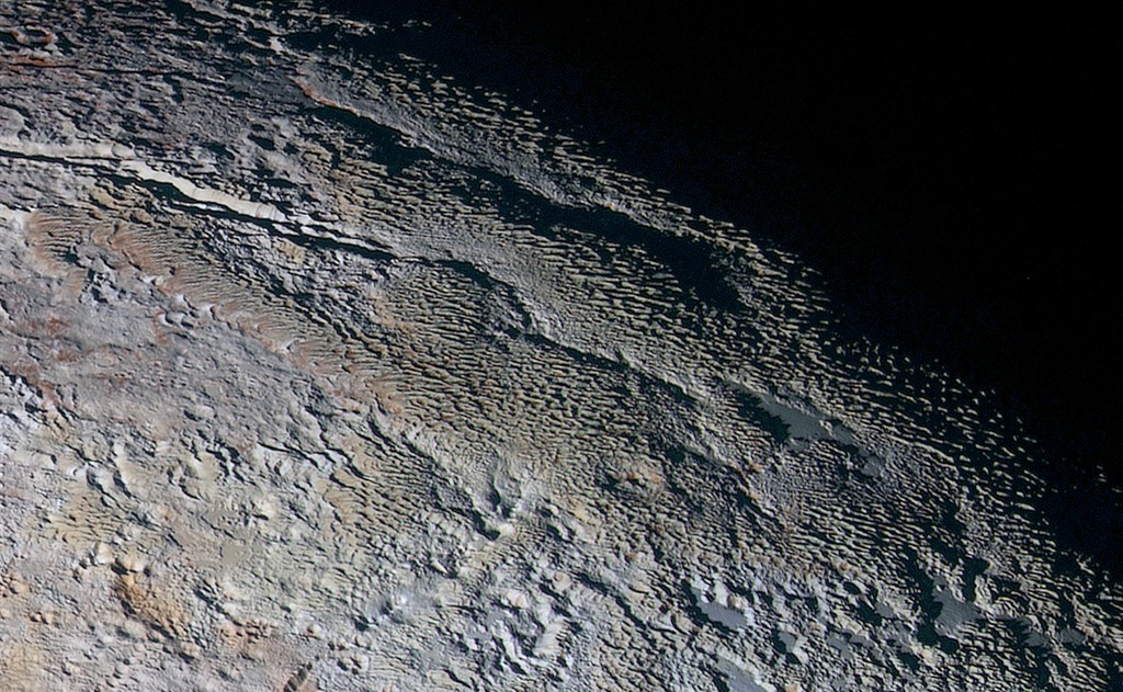 009 - APOD - SEPTEMBAR 2015. PlutoSnakeskin_NHdetail1024