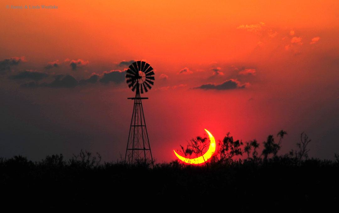 Un eclipse solar parcial sobre Texas