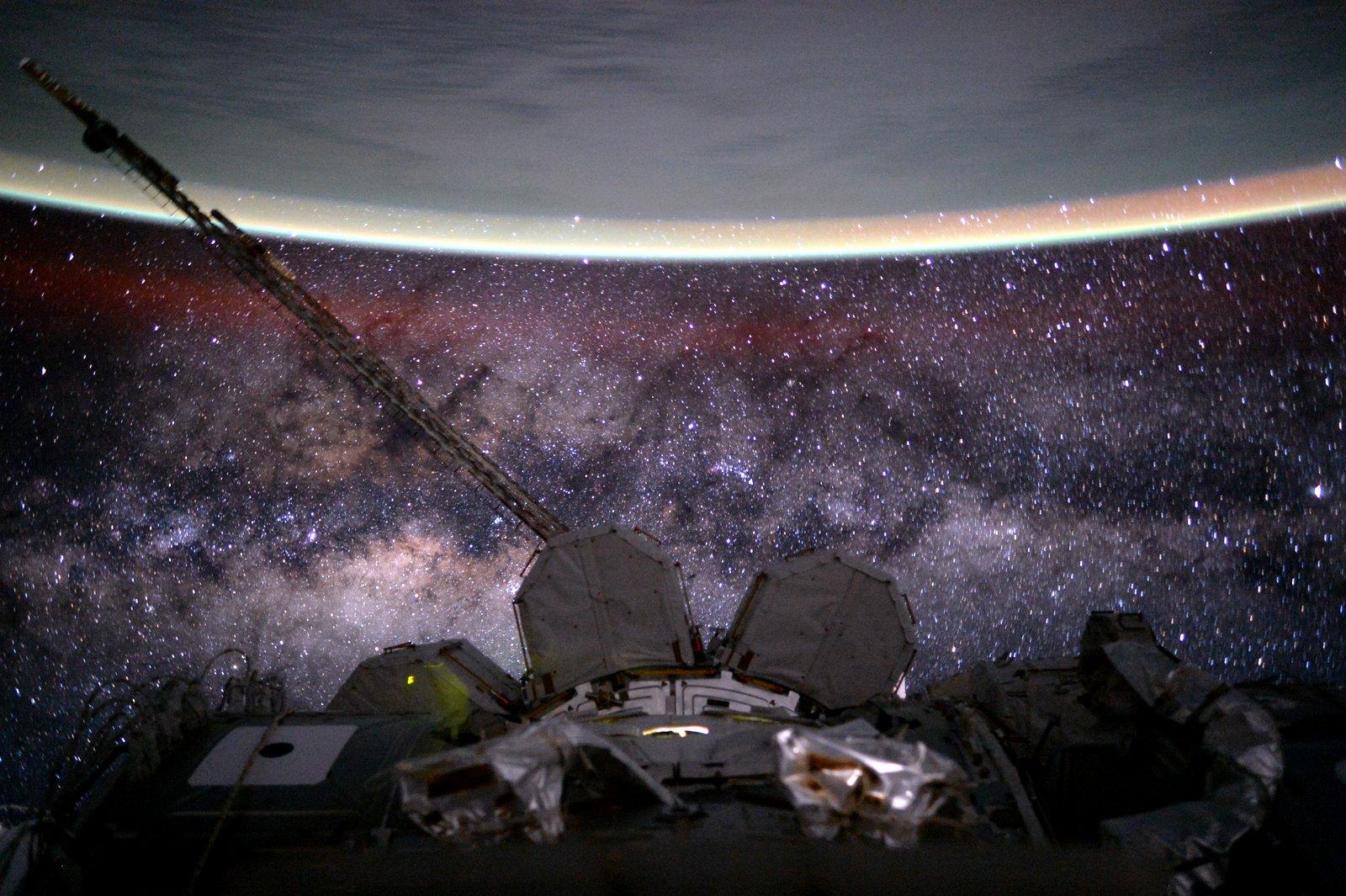 Η Γη και ο Γαλαξίας από το Διάστημα