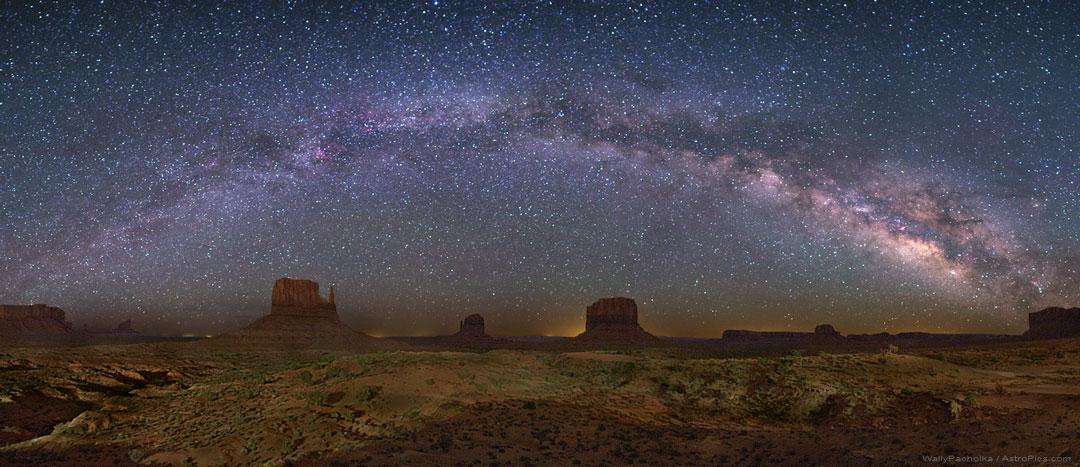 Mléčná dráha nad Monumentálním údolím