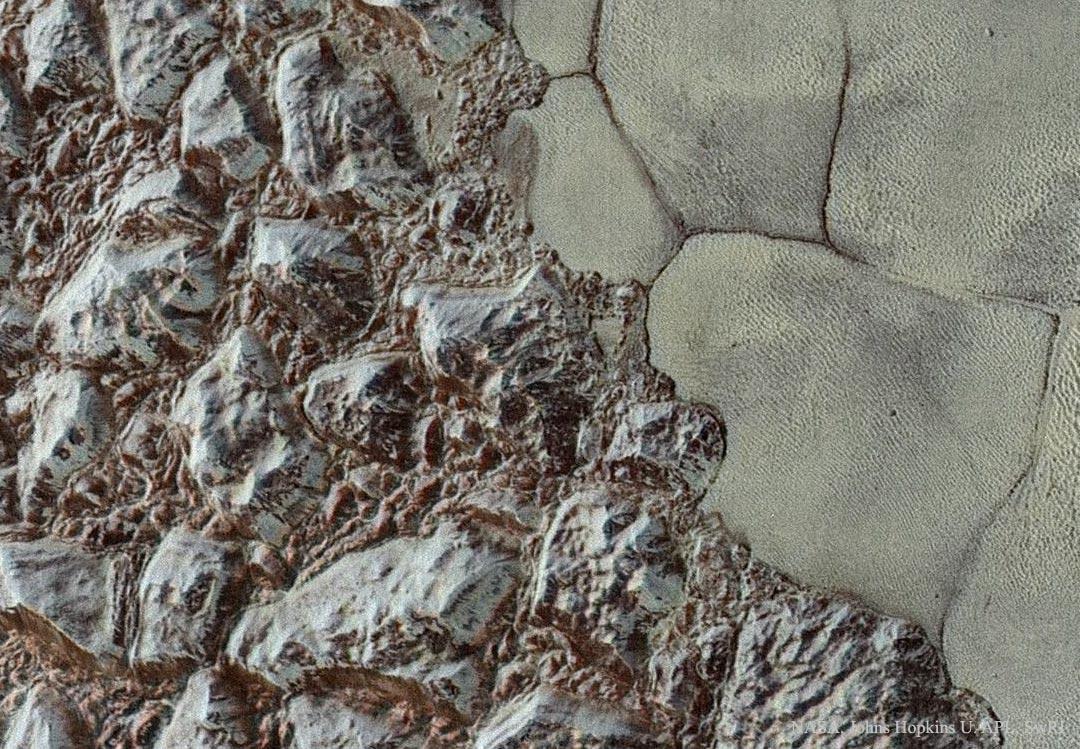Plutón: de las montañas a las llanuras