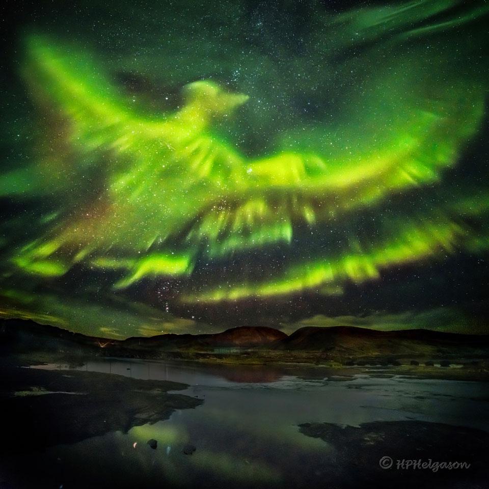 Aurora fénix sobre Islandia