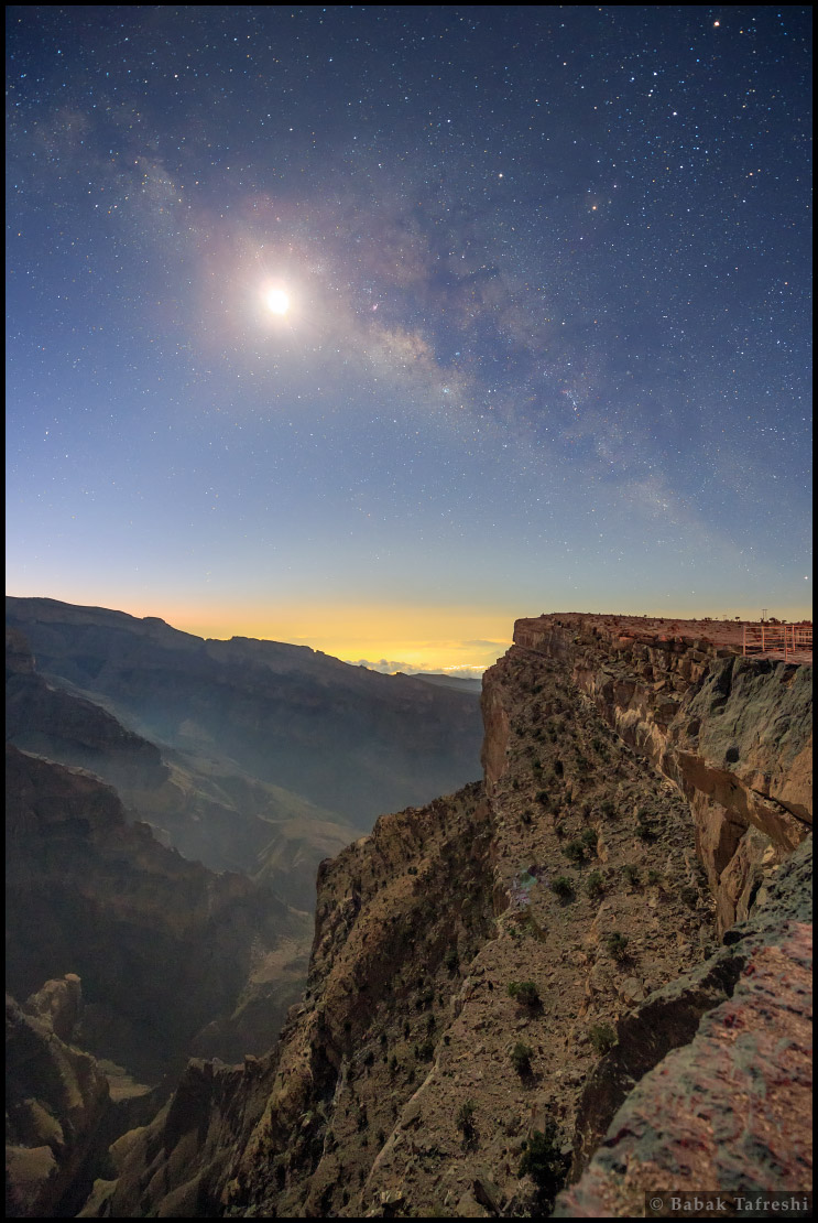 La Vía Láctea a la luz de la luna