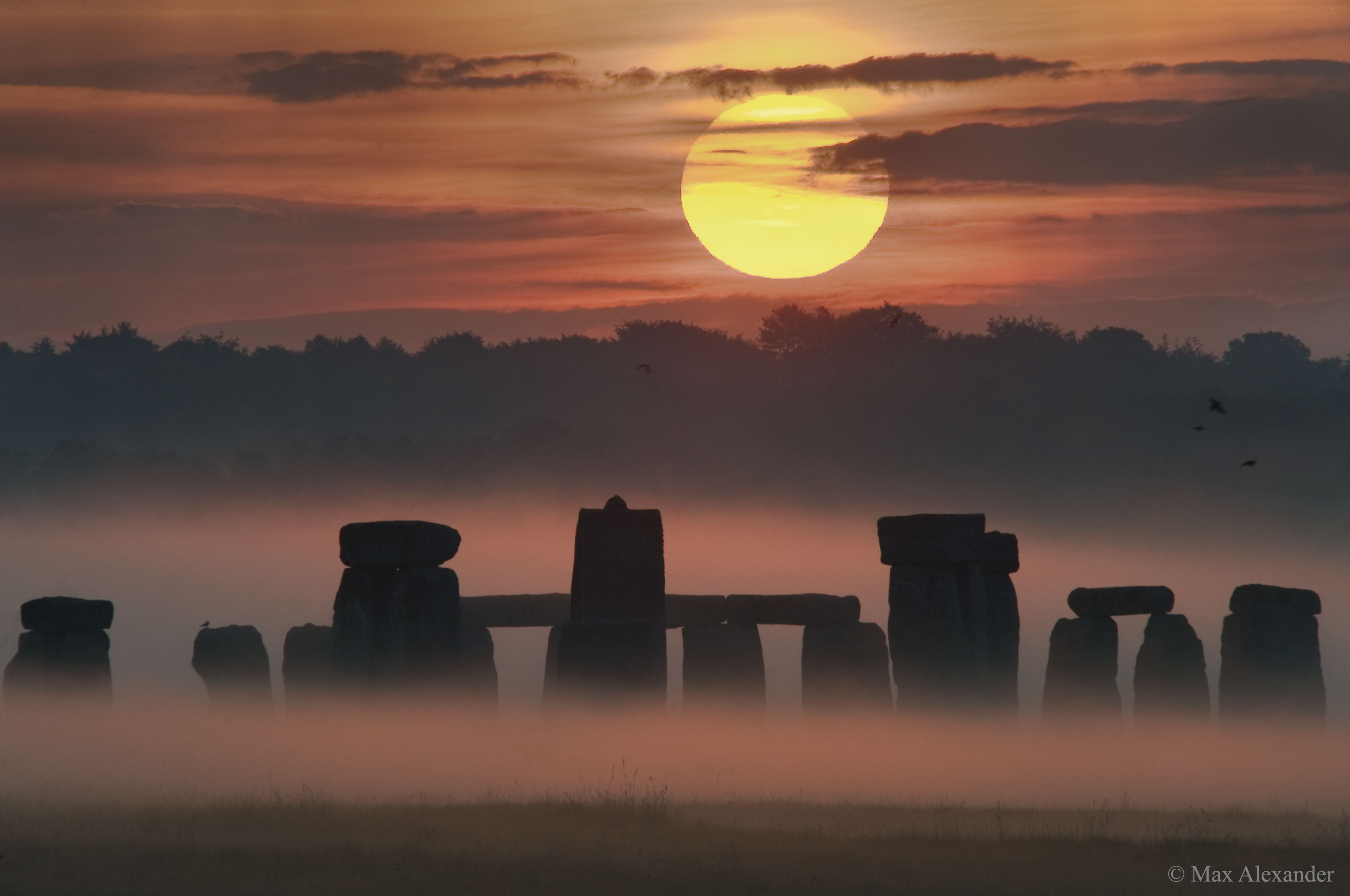 APOD: 2016 June 20 - Sunrise Solstice over Stonehenge