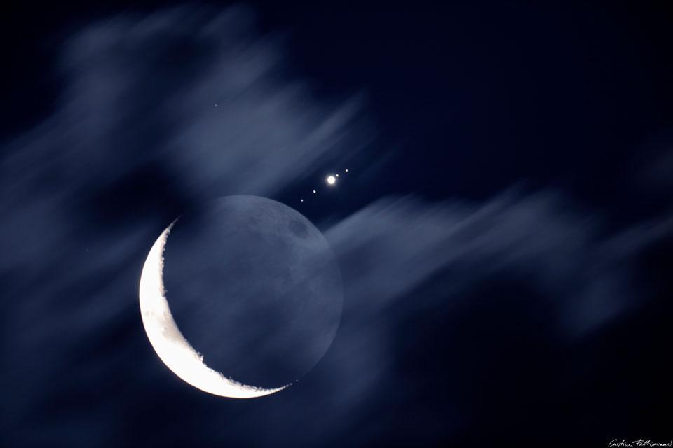 La Luna se reune con Júpiter